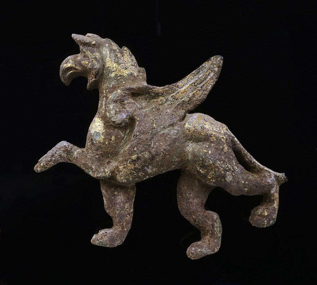 1024px-Bronzen_griffioen_ForumHadriani_198894_RMO_Leiden