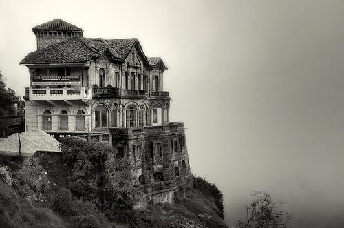 Hotelul fantomă Salto del Tequendama din Columbia (1)