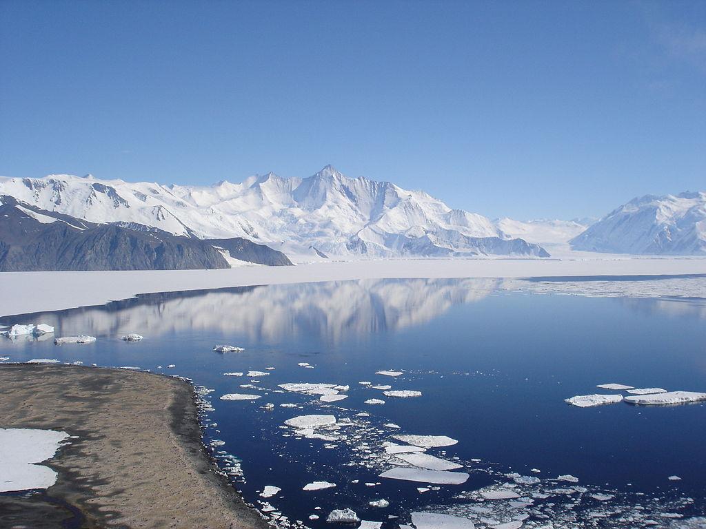 Antarctica,_Jan_2006