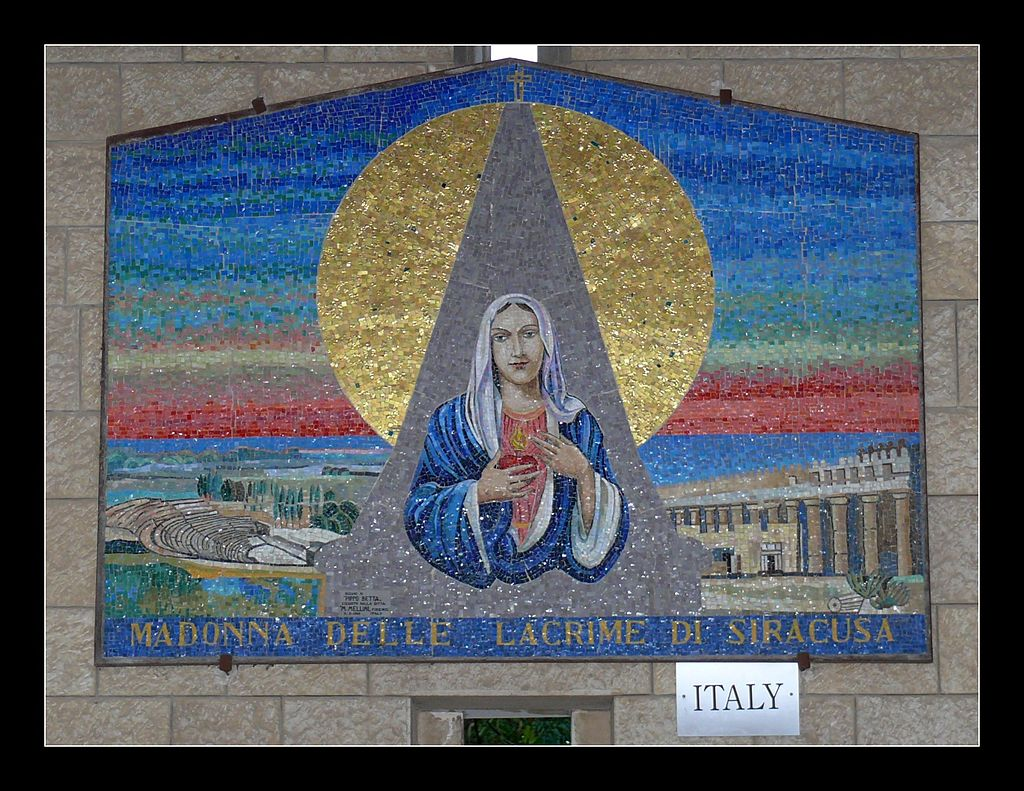 Arcade_in_the_Church_of_the_Annunciation._Italian_Icon_of_Mary_-_Madonna_Delle_Lacrime_Di_Siracusa_(9200855812)