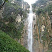 Cascada Yumbilla, de 895 metri înălţime, situată în apropiere de. Cuispes, Chachapoyas, Perú. Autor foto Fregopie, Wikipedia.
