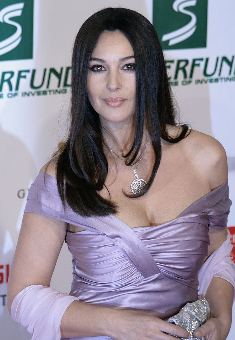 800px-Monica_Bellucci,_Women's_World_Awards_2009_a
