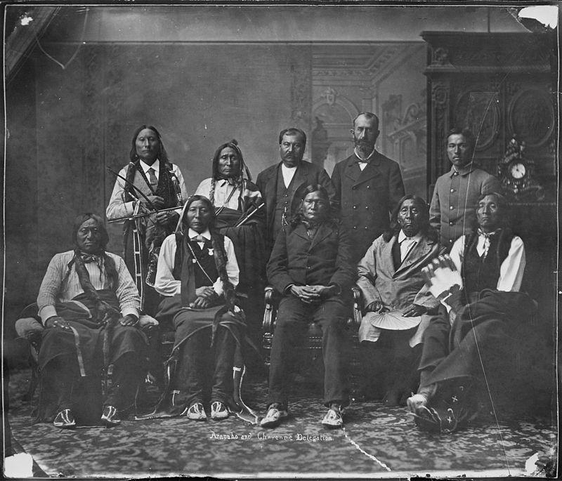 Delegaţie Arapaho şi Cheyenne, cca 1871-1907, Wikipedia.